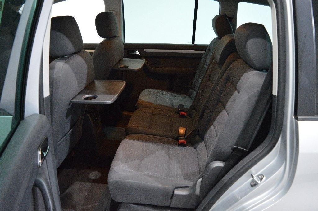 VOLKSWAGEN TOURAN 2.0 TDI SE MPV 5dr (7 Seats)
