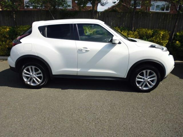 NISSAN Juke Hatchback 5-Door 1.6 N-Connecta