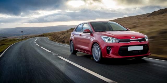 ALL-NEW KIA e-NIRO WINS CAR OF THE YEAR AT 2019 WHAT CAR? AWARDS