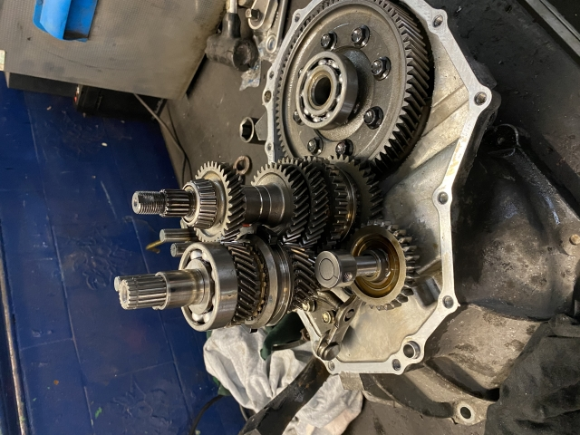 Gearbox bearing replacement